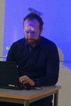 Eu quando a professora fala que a aula vai ser em slide