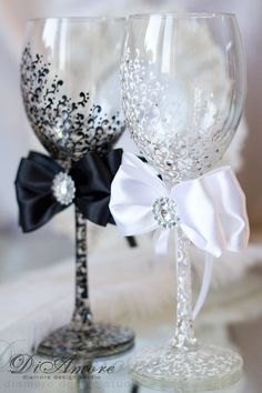 Wine black white wedding glasses from the collection от DiAmoreDS