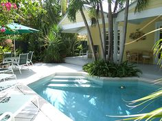 28 DAY MINIMUM RENTAL A bright and sunny pool home situated on a quiet street in the Casa Marina district of Key West. Guests can walk to the nearby beaches, artsy White Street, or enjoy the sunny pool and patio space . Key West Hotels, Key West Vacations, Outdoor Spa, Indoor Outdoor Living, Florida Vacation, Vacation Places, Like A Local, Cottage, Patio