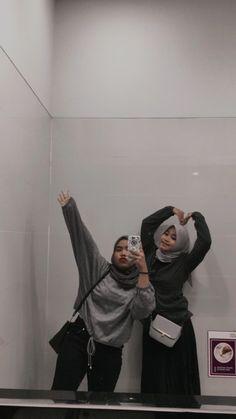 Ootd Hijab, Hijab Outfit, Ulzzang Couple, Ulzzang Girl, Aesthetic Photo, Aesthetic Girl, Besties, Bff, Ootd Poses