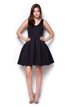 Czarna sukienka przed kolano o rozkloszowanym fasonie