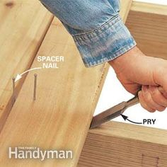 Make your deck building go faster with these seven clever tips from the pros. It's tricks like these that allow pros (and DIYers!) to build a deck quick. Deck Building Plans, Deck Plans, Stairs Stringer, How To Build Steps, Laying Decking, Deck Construction, Deck Stairs, Deck Builders, New Deck