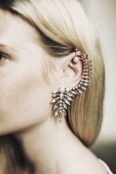 Ryan Storer ear cuff | makes me want to get my ears pierced