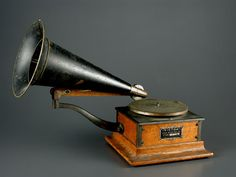 98.5051: Victor | phonograph | Entertainment and Music | More | Online Collections | The Strong