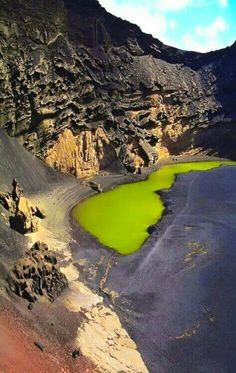 A nice rough combination of colours: Laguna verde, Lanzarote, Canary Islands Places Around The World, The Places Youll Go, Places To See, Around The Worlds, Tenerife, Wonderful Places, Beautiful Places, Amazing Places, Terre Nature