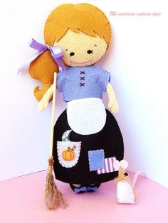 La cenicienta y el ratoncito Felt Dolls, Diy Doll, Felt Crafts, Tweety, Projects To Try, Felt Boards, Creative, Fabric, Handmade