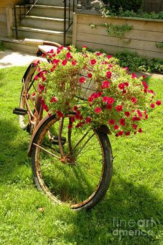 A Beautiful Way To Upcycle An Old Bicycle #bicycles, #bicycle, #pinsland, https://apps.facebook.com/yangutu