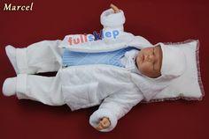 Eleganckie z białej tkaniny sztruksowej ubranko na chrzest dla niemowlaka