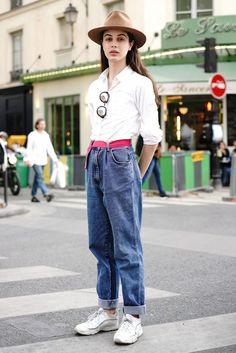 おしゃれローカルを探せ! 海外ストリートスナップ:パリ - おしゃれローカルを探せ! 海外ストリートスナップ | VOGUE GIRL Mom Jeans, Pants, Street, Book, Fashion, Trouser Pants, Moda, Fashion Styles