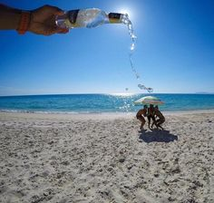 30 Fun Beach Vacation Photography Ideas You Need To Try - Feminine Buzz Illusion Photography, Beach Photography, Creative Photography, Digital Photography, People Photography, Photography Ideas, Photography Challenge, Headshot Photography, Inspiring Photography