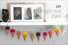 DIY: Slinger maken met ijsjes van papier en garen - Nobody ELSe Diy And Crafts, Creations, Wraps, Gift Wrapping, Van, Gifts, How To Make, Pom Poms, Paper
