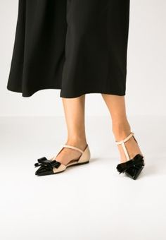 Pretty Ballerinas bow patent flats in black and cream white. So beautiful. They definitely have an Audrey vibe!