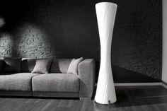 Qubo-Design Stehlampe APHRODITE Weiss 160 cm  überzeugt durch ihre elegante Form.