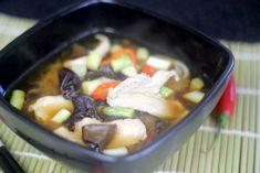 Przepis na Miso z Kurczakiem - typowa Japońska zupa na bazie bulionu rybnego dashi oraz pasty miso. Wersja z kurczakiem jest naprawdę smaczna i pożywna. Smakowało? Nie zapomnij skomentować :) Sushi, Beef, Food, Meat, Essen, Meals, Yemek, Eten, Steak