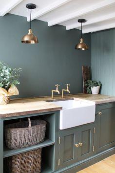 Home Decor Kitchen, Kitchen Living, Kitchen Interior, Barn Kitchen, Kitchen Pantry, Cottage Kitchens, Home Kitchens, Utility Room Designs, Utility Room Ideas