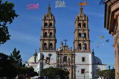Catedral de Durango, desde la plaza de Armas