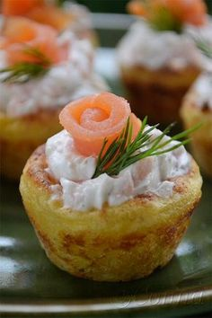 Mashed potato nests with yoghurt sauce & smoked salmon Greek Recipes, Baby Food Recipes, Cooking Recipes, Finger Food Appetizers, Finger Foods, Party Food Buffet, Canapes Recipes, Breakfast Snacks, Tasty Bites