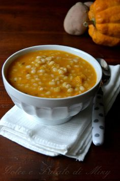 Zuppa d'orzo e zucca Wine Recipes, Soup Recipes, Vegetarian Recipes, Cooking Recipes, Healthy Recipes, Italy Food, Daily Meals, I Love Food, Soul Food