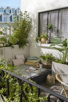 43 Adorable Balcony Apartment Decorating Ideas For The New Year 2019 - balkon - Design RatBalcony Plants tan Furniture Apartment Balcony Garden, Small Balcony Garden, Small Balcony Design, Small Terrace, Apartment Balcony Decorating, Apartment Balconies, Cool Apartments, Apartment Design, Small Balconies