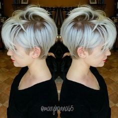 This color is to die for, the haircut is amazingly fathering also! #shorthair #blonde #style