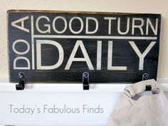 Today's Fabulous Finds: Antiqued Subway Art (Scout) Sign with Hooks Scout Mom, Cub Scouts, Girl Scouts, Easy Diy Crafts, Home Crafts, Cub Scout Crafts, Plaque Design, Scout Activities, Cute Signs