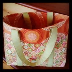 Cute little tote with outside pockets.