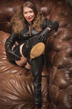 Mistress T Pov bootjob - Bing images Gone Girl, Sexy Boots, Leather Gloves, Thigh High Boots, Leather Fashion, Mistress, Lady, Sexy Women, Black Leather
