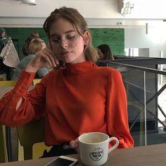 orange turtleneck n tea Aesthetic Photo, Aesthetic Girl, Pretty Girls, Cute Girls, Pretty People, Beautiful People, Natural Hair Styles, Short Hair Styles, Aesthetic People