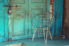 Composition in Blue. Retro chair in Ahmedabad's Old City Modern Boho, Coastal Style, Cool Art, Blue Green, Diys, Turquoise, Rustic, Antiques, Desk Chairs