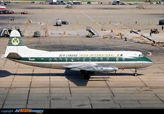 Aer Lingus Vickers 803 Viscount, London Heathrow, 1968 Commercial Plane, Commercial Aircraft, Dublin Map, Aviation Industry, Viscount, Heathrow Airport, Vintage Air, British Airways, Aircraft Pictures