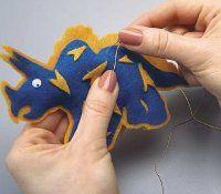 How to make a felt dinosaur