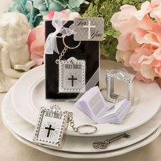 Holy Bible key chain with a real miniature paper bible inside - The cutest little mini Bible on a key chain is sure to put a smile on your guest s faces!Allow your guests to keep the word of the Lord close by on a glorious key chain when you offer them th