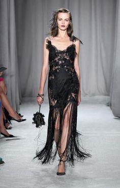 <p>Vestido negro con flecos de Marchesa</p> 0 personas lo aman, 0 lo odian, ¿y tú?