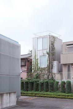 Ryue Nishizawa house a . Japanese Architecture, Contemporary Architecture, Architecture Details, Interior Architecture, Building Exterior, Building A House, Ryue Nishizawa, Tower House, Amazing Buildings