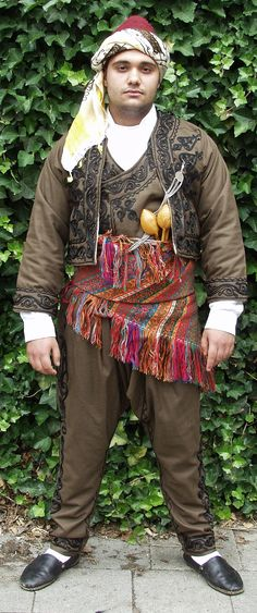 Traditional costume of Ardahan (northeast-Anatolia).   Ethnic group: Türkmen.  Mid-20th century. This is a recent (2001) workshop-made copy, as worn by folk dance groups.  (Kavak Folklor Ekibi & Costume Collection - Antwerpen/Belgium).