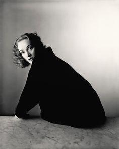 Marlene Dietrich, New York, 1948 Irving Penn. © The Irving Penn Foundation Marlene Dietrich, Richard Avedon, White Photography, Portrait Photography, Fashion Photography, Photography Magazine, Editorial Photography, Classic Photography, Photography Lighting