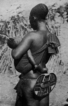 Africa | Mangbetu woman from Paulis (now Isiro), Orientale Province, Congo || Vintage postcard