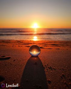 Original Lensball Pro off) Bubble Photography, Magical Photography, Sunset Photography, Photography Tips, Zen Pictures, Photography Accessories, Sunset Beach, Rest Of The World, Glass Ball