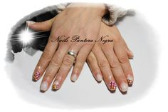 Unhas em gel cor leitoso com nail art feita á mão #foil#paint#Acrylic#black#