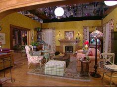 Gilmore Girls: Dragonfly Inn and Stars Hollow Gilmore Girls House, Gilmore Girls Fashion, Amy Sherman Palladino, Dragonfly Inn, Girlmore Girls, Colorful Apartment, Lorelai Gilmore, Stars Hollow, Girl House