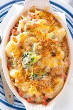Dit recept voor macaroni uit de oven valt bij iedereen in de smaak! Serveer met een gemengde salade.