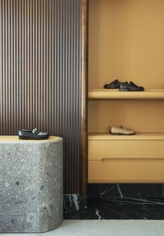 Joseph Dirand, architect based in Paris Arch Interior, Cafe Interior, Home Interior Design, Interior Architecture, Interior Ideas, Built In Furniture, Furniture Design, Joseph Dirand, Joinery Details