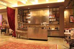 Shilpa Shetty Kundra's Luxurious Juhu Home 'Kinara' Posh Houses, Duplex House Design, Shilpa Shetty, Celebrity Houses, Interior Architecture, Bungalow, Luxury Homes, Liquor Cabinet, Beautiful Homes