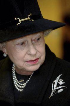 Queen Elizabeth, 2005. Very beautiful style for the Queen Elizabeth.