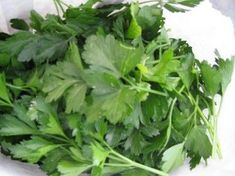 How to Get Rid of Dark Circles Under the Eyes with Parsley. Crushed parsley is a simple home remedy for getting rid of dark circles under the eyes. Here's how to use it.