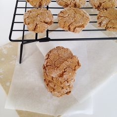 Ginger Molasses Crinkle Cookies {vegan}--- a holiday classic lightened up with whole wheat flour and coconut oil!