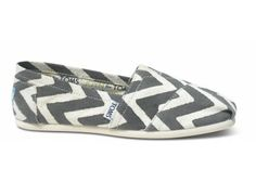 I need this pair of TOMS in my closet RIGHTNOW.