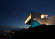 [ Read More at www.homesthetics.net/monolithic-volume-cliff-view-modern-white-house-in-alicante-by-fran-silvestre-arquitectos/ © Homesthetics - Inspiring ideas for your home.]