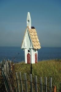 Heartwood Olde Tyme Chapel Birdhouse, White Antique Crackle Finish