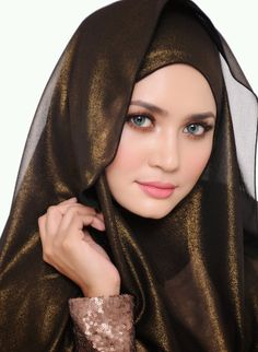 Uploaded by kim. Find images and videos about islam, hijab and muslim on We Heart It - the app to get lost in what you love. Beautiful Muslim Women, Beautiful Girl Image, Beautiful Hijab, Beautiful Eyes, Iranian Women Fashion, Muslim Fashion, Fashion Muslimah, Abaya Fashion, Beauty Full Girl